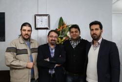 پیروز ارجمند - غلامرضا صنعتگر در جمع دوستان و همکارانش