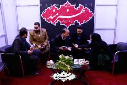 امیر تاجیک در غرفه هنرمند