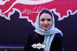 گلاره عباسی در غرفه روزنامه هنرمند