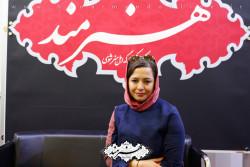 مهراوه شریفی نیا در غرفه روزنامه هنرمند