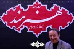 جواد انصافی در غرفه روزنامه هنرمند