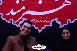 مبینا نصیری و محمد سلیمی در غرفه روزنامه هنرمند