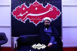 حجت الاسلام والمسلمین اشراقی در غرفه روزنامه هنرمند