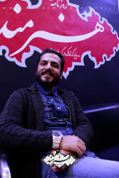 عباس غزالی در غرفه روزنامه هنرمند