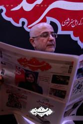 علی مرادخانی در غرفه روزنامه هنرمند