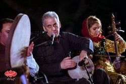 ارژنگ کامکار در کنسرت گروه کامکارها در اولین شب فستیوال «بارانا»